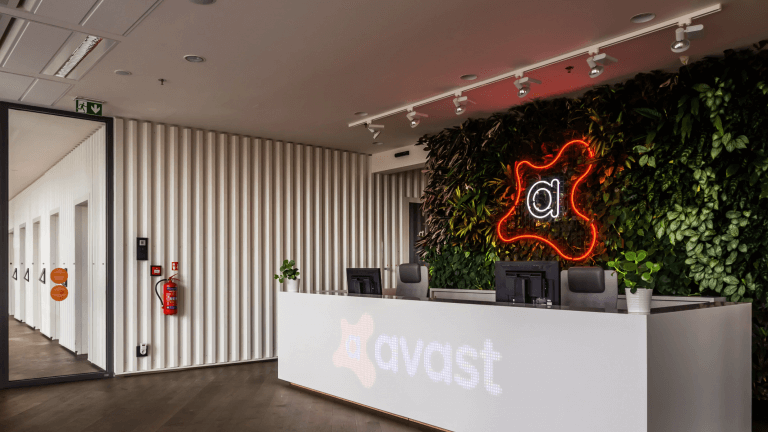 Avast sells users data